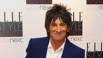Ronnie Wood gives guitar lesson