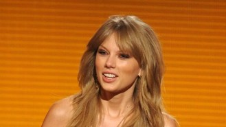 Music awards triumph for Swift