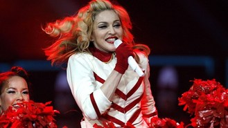 Madonna angers fans with late gig