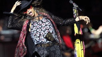 Steven Tyler gives surprise show