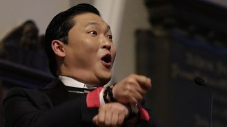 Screaming students welcome PSY