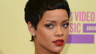 Rihanna shines with Diamonds