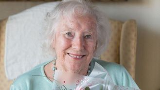Vera Lynn back in top 20 - at 97