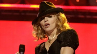 Madonna apologises for racial slur