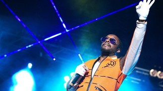 Will.i.am holds fundraising show