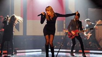 Swift: I'd like to sing with rapper