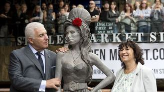 Winehouse statue unveiled in Camden