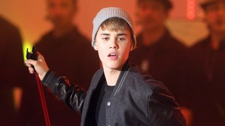 Bieber gives thumbs up to Wanted