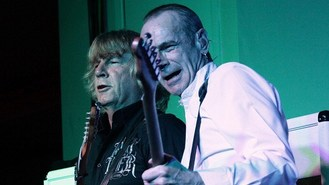 Quo drummer quits after 12 years