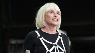 Blondie, Jerry bring Glasto glamour