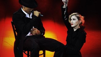 Madonna booed by Paris audience