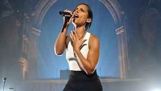 Alicia Keys sings to the heavens