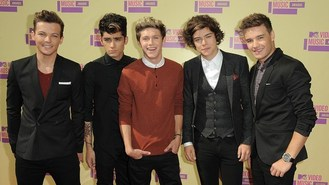 One Direction steal show at VMAs