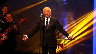 Tom Jones battles stage nerves