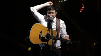 Mumford And Sons close Glastonbury