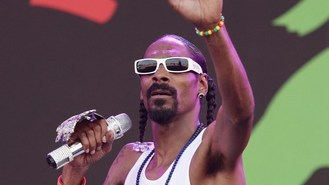 Snoop sings with daughter on album
