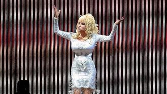 Dolly dazzles Glastonbury crowd