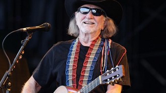 Willie Nelson going back on road