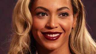 Beyonce joins fans at karaoke bar