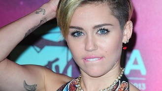 Miley brings Bangerz tour to UK