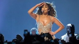 J-Lo suffers wardrobe malfunction