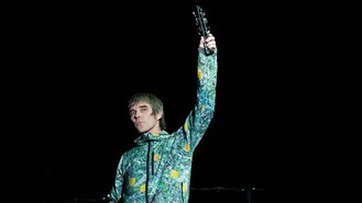 Stone Roses pay tribute to Best