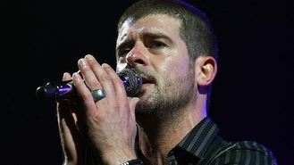 Thicke sells 530 copies of record