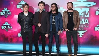 Kings Of Leon slam pop performances
