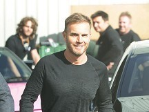 Barlow to play solo charity shows