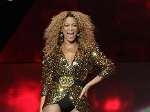 Beyonce closes show at Glastonbury