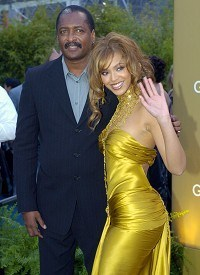 Beyonce's father no longer manager