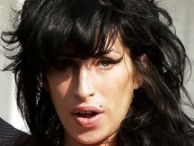 Winehouse pulls out of festivals