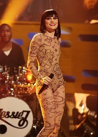 Jessie J to do it on the beach