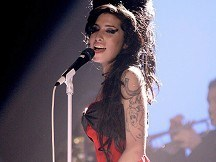 Stars tweet tributes to Winehouse