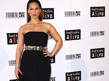 Alicia Keys hosts fundraising ball