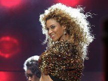 Beyonce conquers album chart