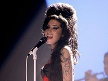 Amy Winehouse in sales milestone