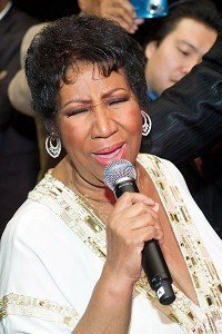 Aretha sings at 69th birthday party