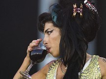 Tragic star Winehouse rules charts