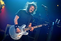 Grohl dedicates NME award to Cobain