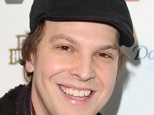Gavin DeGraw home from hospital