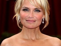 Kristin Chenoweth to host awards