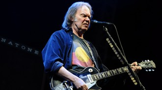 Neil Young pulls his music from streaming services