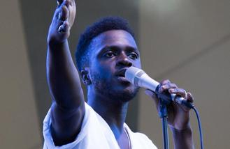 Kwabs performs sold-out homecoming show