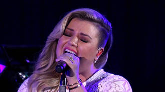 Kelly Clarkson dumps RCA for Atlantic after teasing fans about major news