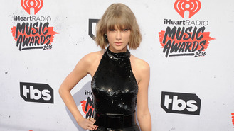 Taylor Swift in 'full-blown romance with Tom Hiddleston'