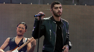 Zayn Malik 'wants close friendship with Perrie Edwards'