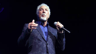 Tom Jones' 'heart stopped' when his wife received cancer diagnosis