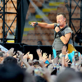 Bruce Springsteen set to perform at Hillary Clinton rally