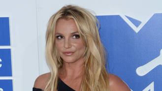 Britney Spears suffers wardrobe malfunction onstage